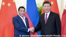 China Peking Rodrigo Duterte und Xi Jinping beim Second Belt and Road Forum (picture-alliance/Newscom/UPI Photo/L. Tao)