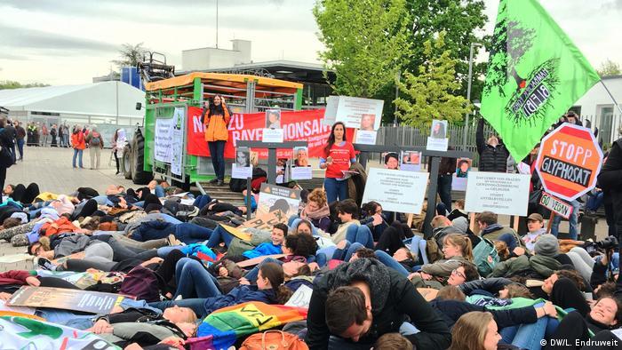 Manifestação contra a Bayer em Bonn