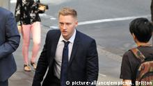 Australien Sydney - Sam Oliver kommt am Downing Centre Court an (picture-alliance/empics/A. Britton)