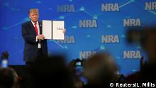 26.04.2019 *** U.S. President Donald Trump holds up an executive order with his signature as he vowed to revoke the United States' status as a signatory of the Arms Trade Treaty during a speech at the National Rifle Association-Institute for Legislative Action's (NRA-ILA) 148th annual meeting in Indianapolis, Indiana, U.S., April 26, 2019. REUTERS/Leah Millis