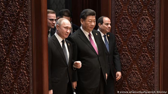 China Seidenstraße l Chinas Xi kündigt mehr als 64 Milliarden US-Dollar bei Belt- und Road-Deals an l Putin und Xi Jinping, (picture alliance/dpa/Sputnik/A. Nikolskyi)