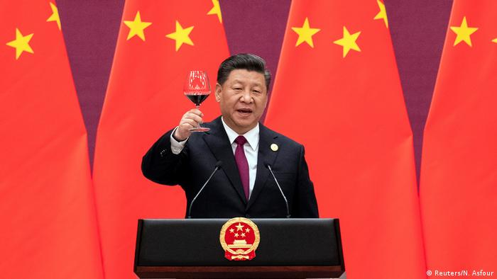 Chinese President Xi Jinping raises his glass and proposes a toast at the end of his speech during the welcome banquet, after the welcome ceremony of leaders attending the Belt and Road Forum at the Great Hall of the People in Beijing, China, April 26, 2019