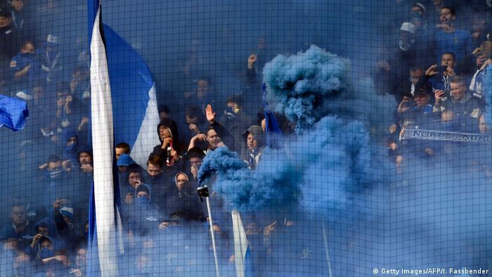 Fußball Bundesliga 31. Spieltag l BVB Dortmund vs FC Schalke 04 l Fans (Getty Images/AFP/I. Fassbender)
