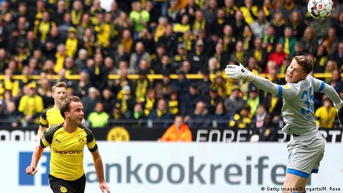 Fußball Bundesliga 31. Spieltag l BVB Dortmund vs FC Schalke 04 l Tor 1:0 (Getty Images/Bongarts/M. Rose)