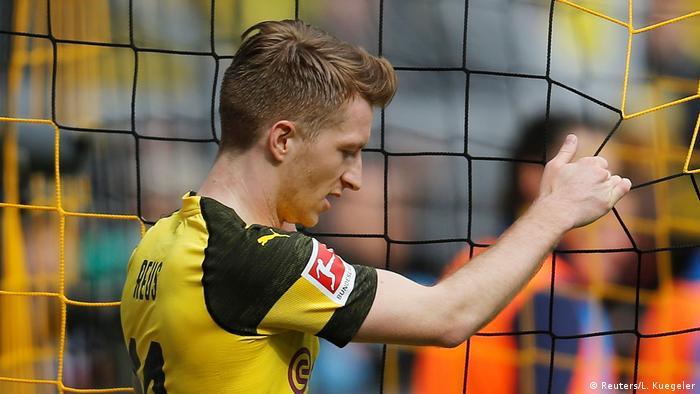 Fußball Bundesliga 31. Spieltag l BVB Dortmund vs FC Schalke 04 - Torchance Marco Reus (Reuters/L. Kuegeler)
