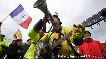 Οι διαδηλωτές προειδοποιούν ότι θα συνεχίσουν τις κινητοποιήσεις τους την Πρωτομαγιά