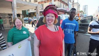 Portugal l Demonstrationen gegen die Dikriminierung von Frauen Albinismus