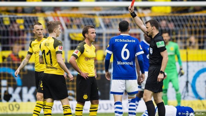 Fußball Bundesliga 31. Spieltag l BVB Dortmund vs FC Schalke 04 l 1:3 Rote Karte für Marco Reus (Imago/M. Müller)
