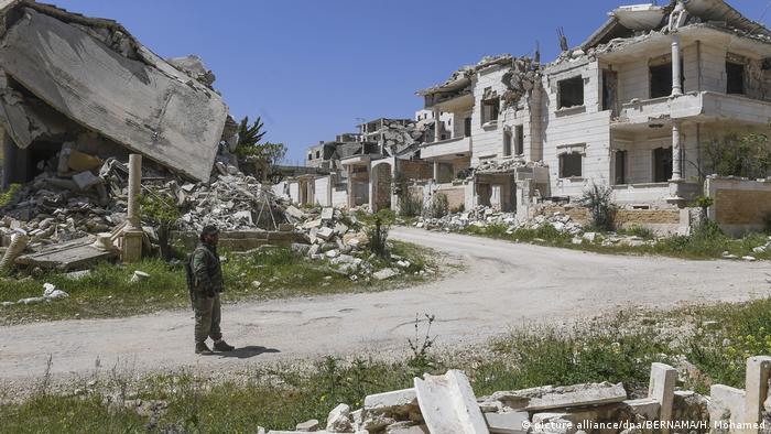 Syrien Konflikt l Zerstörte Gebäude in der Ortschaft Kafr Hamrah nahe Aleppo (picture alliance/dpa/BERNAMA/H. Mohamed)