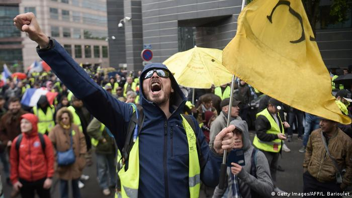Yellow vest protests in Paris for the 24th week