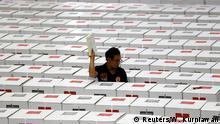 Indonesien Jakarta - Wahlhelfer