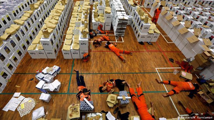 انتخابات پارلمان، محلی و ریاست جمهوری در یک روز به طور همزمان در اندونزی برگزار شد