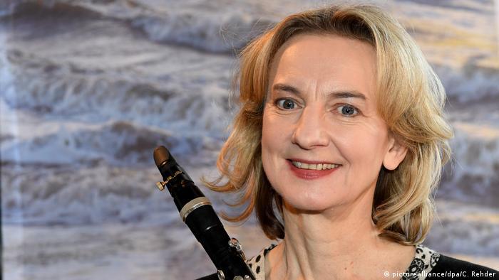 Sabine Meyer holding a clarinet(picturealliance/dpa/C. Rehder)