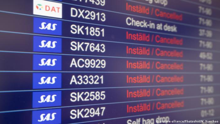 Photo taken on April 27, 2019 shows the departure board showing cancelled flights of Scandinavian Airlines (SAS) at Arlanda Airport, Stockholm, Sweden (picture-alliance/Photoshot/W. Xuechao)