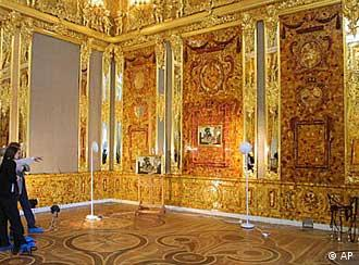 Russia S Long Lost Amber Room Reopens Culture Arts