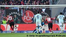 Fußball Bundesliga 1 FC Nürnberg vs Bayern München Leibold verschießt Elfer (Getty Images/Bongarts/S. Widmann)