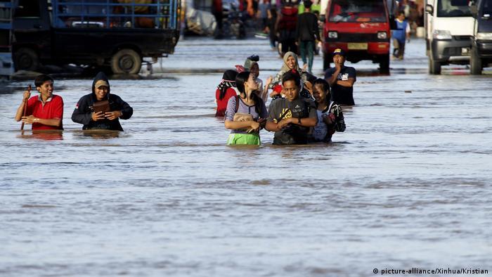 Indonesien Sumatra Bengkulu Überschwemmungen durch Starkregen (picture-alliance/Xinhua/Kristian)
