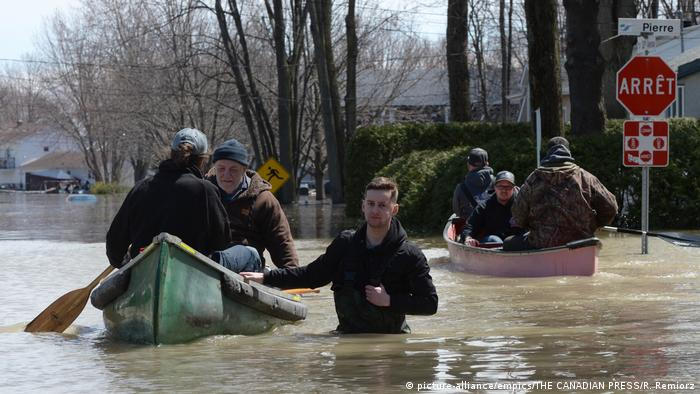 Montreal braces as floodwaters rise, dike bursts | News | DW