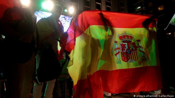 Partidários do Vox festejam na Praça Margaret Thatcher, em Madri