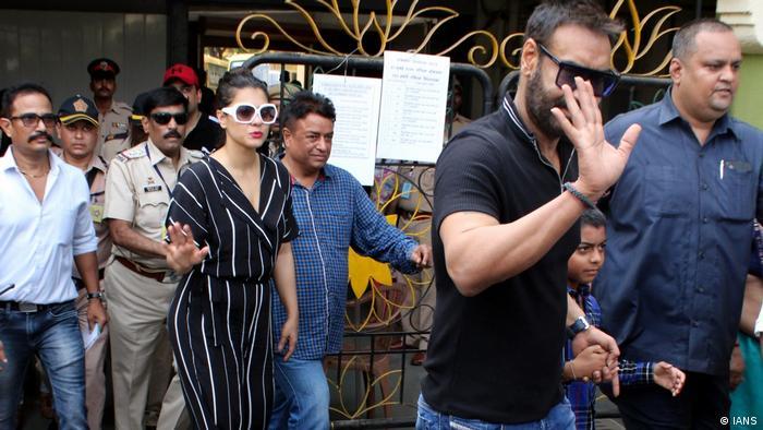 Mumbai Wahlen Prominente Ajay Devgn und Kajol (IANS)