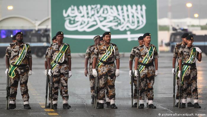 Saudische Soldaten bei einer Militärparade in Mekka
