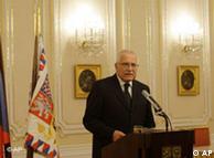 El presidente checo estampa por fin su firma en el Tratado de Lisboa.