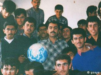 مسعود کردپور در میان گروهی از شاگردانش