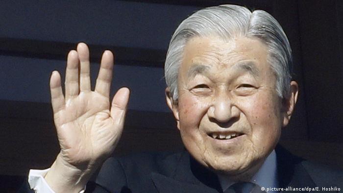 Thronwechsel Japan - Kaiser Akihito (picture-alliance/dpa/E. Hoshiko)