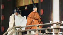 30.04.2019+++ Japan's Emperor Akihito walks for a ritual called Taiirei-Tojitsu-Kashikodokoro-Omae-no-gi, a ceremony for the Emperor to report the conduct of the abdication ceremony, at the Imperial Palace in Tokyo, Japan April 30, 2019. Japan Pool/Pool via REUTERS JAPAN OUT. NO RESALES. NO ARCHIVES.