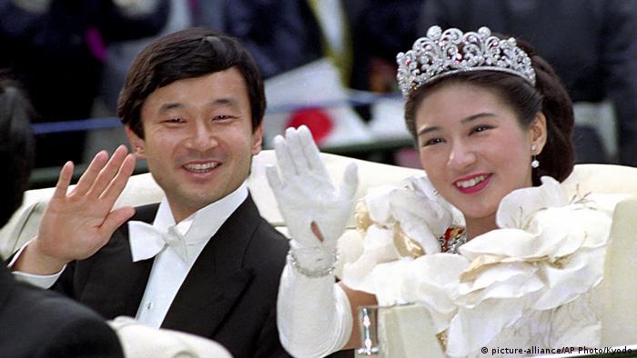 Japan Hochzeit Kronprinz Naruhito und Prinzessin Masako (picture-alliance/AP Photo/Kyodo)
