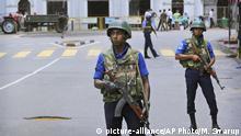 Sri Lanka Colombo - Soldaten vor Kirche