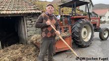 Armando Teixeira aus dem Dorf Cepeda sorgt sich 'wegen der vielen Löcher, die die machen werden'. Er besitzt Rinderweiden, wo demnächst Lithium abgebaut werden soll. Jochen Faget, Montalegre, 15.04.19