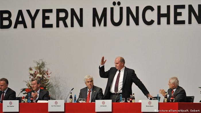 Fußball Jahreshauptversammlung FC Bayern München 2009 (picture-alliance/dpa/A. Gebert)