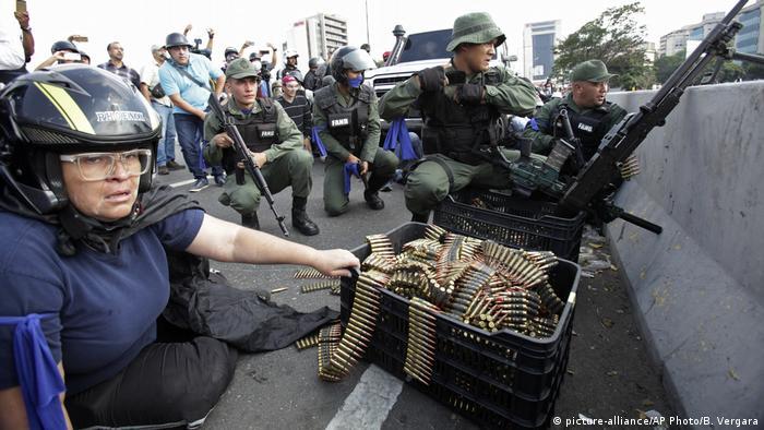 Crisis en Caracas (2019): tropas rebeldes se levantaron contra Maduro.