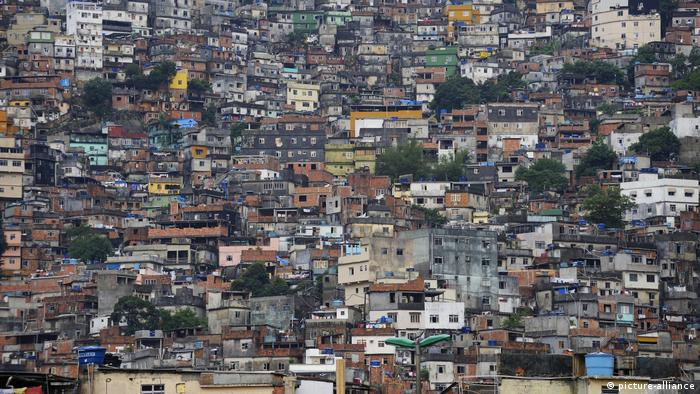 Eliminar pobreza extrema no Brasil custaria 0,13% do PIB