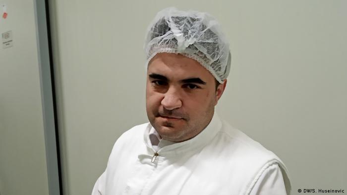 Bosnien Fleischproduktion Reportage Tag der Arbeit Edin Caus (DW/S. Huseinovic)