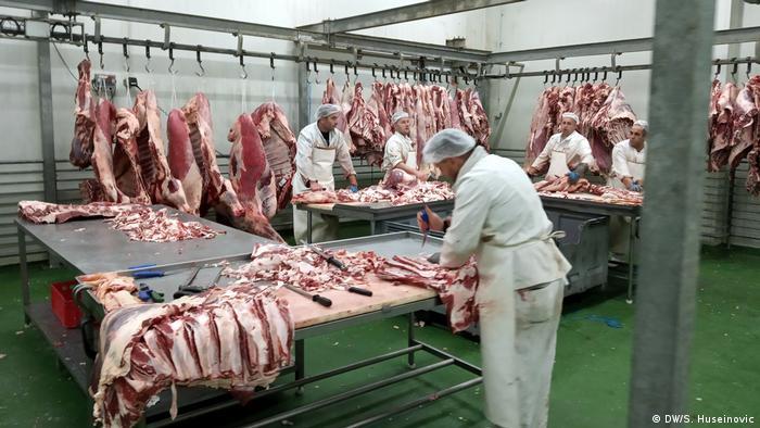 Bosnien Fleischproduktion Reportage Tag der Arbeit (DW/S. Huseinovic)