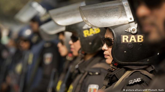 Bangladesch Dhaka - Rapid Action Batallion (RAB) (picture-alliance/AP Photo/A. Nath)
