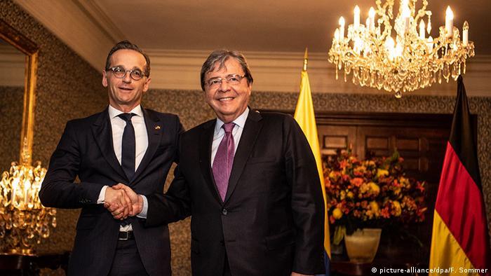Los ministros de Exteriores de Alemania (izqu.), Heiko Maas, y de Colombia, Holmes Trujillo
