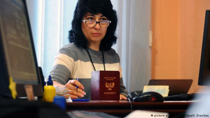 A Donetsk People's Republic Migration Service official