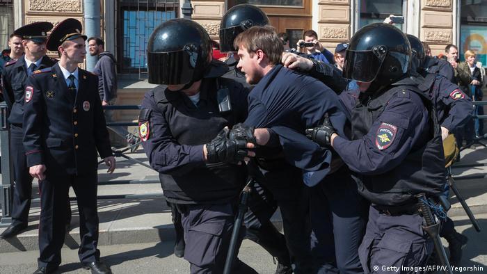 Задержания участников первомайской акции в Санкт-Петербурге