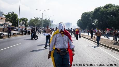 Venezuela politische Krise Ausschreitungen in Caracas (picture-alliance/dpa/Wostok Press/E. Costante)