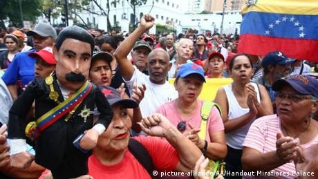 Venezuela politische Krise Ausschreitungen in Caracas (picture-alliance/AA/Handout Miraflores Palace)