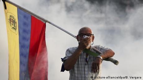 Venezuela politische Krise Ausschreitungen in Caracas (picture-alliance/dpa/B. Vergara)