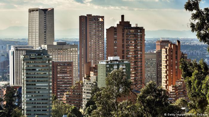 Kolumbien Wirtschaft l Skyline von Bogota (Getty Images/AFP/L. Robayo)