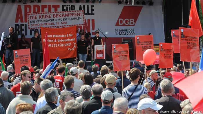 May Day rally in Bremen in 2009 (picture-alliance/dpa/I. Wagner)