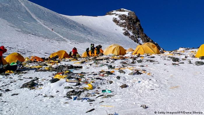 Rubbish on Everest (Getty Images/AFP/Doma Sherpa)