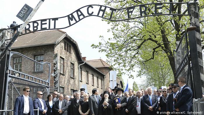 Marcha em Auschwitz em memória das vítimas do Holocausto reuniu 10 mil pessoas