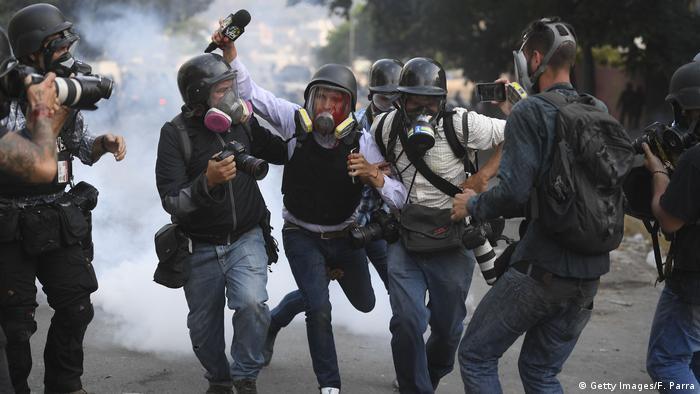 Venezuela, Journalist Gregory Jaimes wird von Kollegen unterstützt