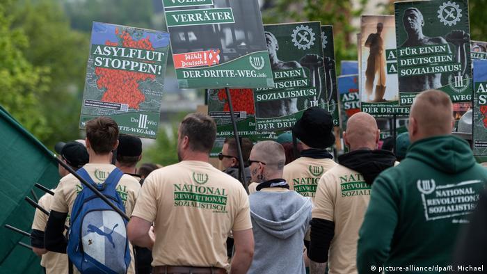 Deutschland Aufmarsch Rechte 1. Mai in Plauen (picture-alliance/dpa/R. Michael)
